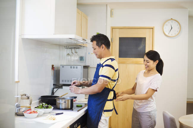 Wife and husband in their kitchen. — Stock Photo