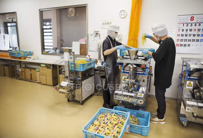Workers in a factory producing Soba noodles . — Stock Photo