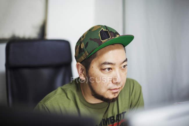 Man wearing a baseba cap — Stock Photo
