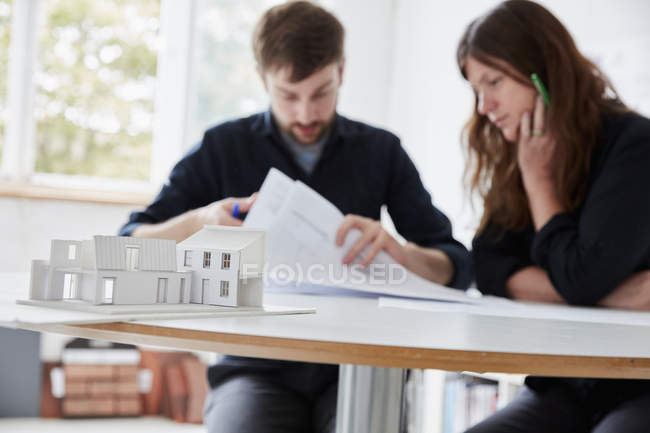 Modern office. Two people at a meeting — Stock Photo