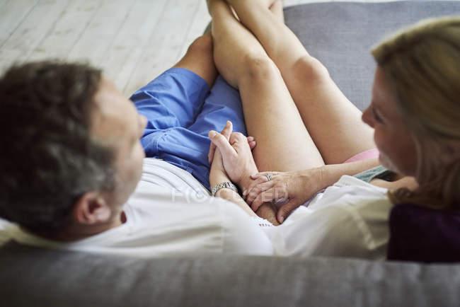 Mann und Frau entspannende — Stockfoto