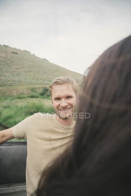 Couple on road trip — Stock Photo