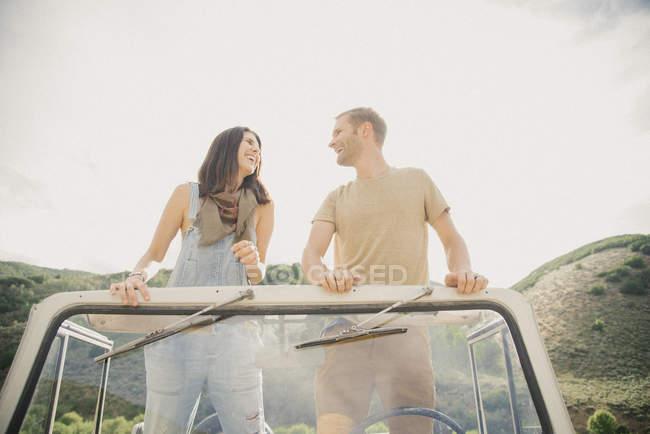 Paar auf Roadtrip — Stockfoto