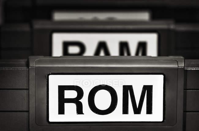 Ознаки Rom і ОЗУ пофарбовані з дошки — стокове фото