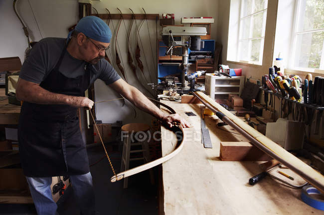 Man making bow in workshop — Stock Photo