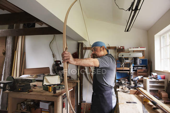 Man testing out hand made bow — Stock Photo