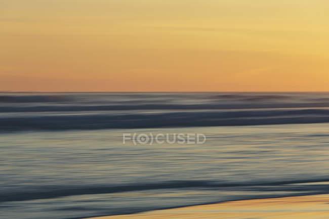 Océan au coucher du soleil, longue exposition — Photo de stock