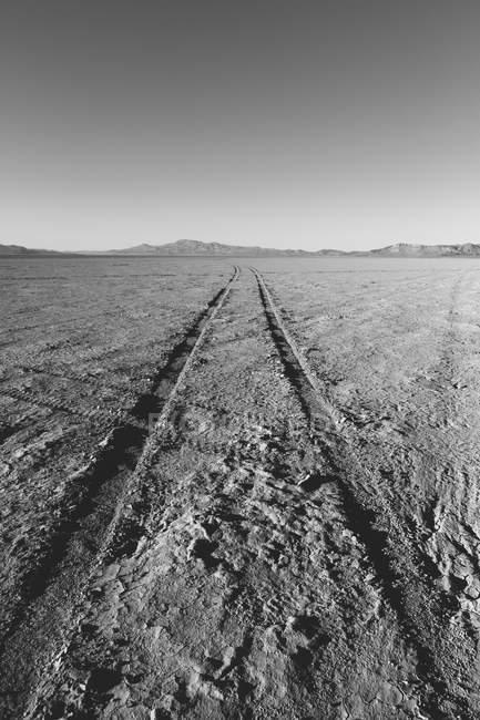 Tracce di pneumatici su playa — Foto stock