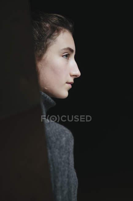 Портрет девочки-подростка — стоковое фото