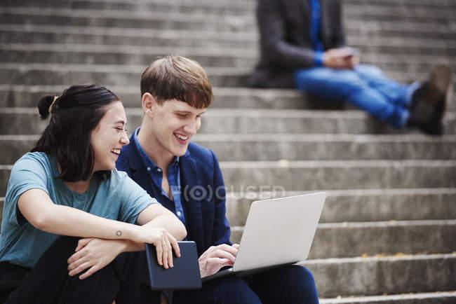 Жінка і чоловік на дії. — Stock Photo