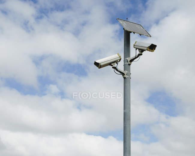 Камери спостереження сонячних батарей — стокове фото