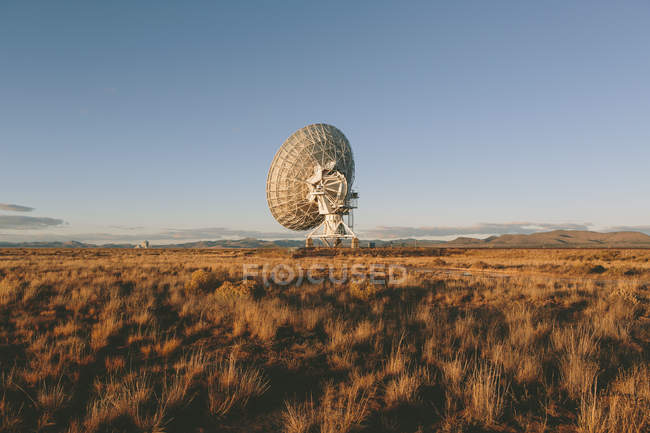 Antena de radio grande - foto de stock