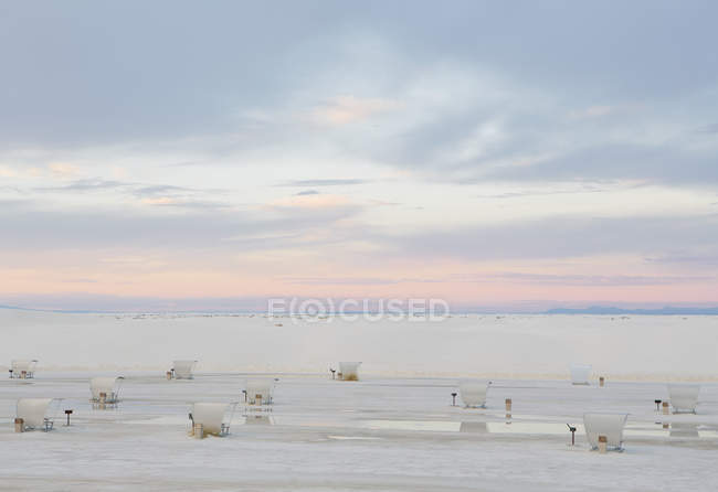 Picknick-Tische und Unterstände in White Sands — Stockfoto