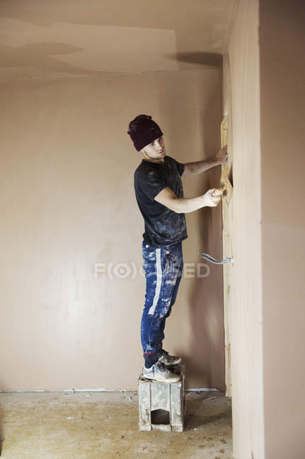 Electrician working on house construction site — Stock Photo