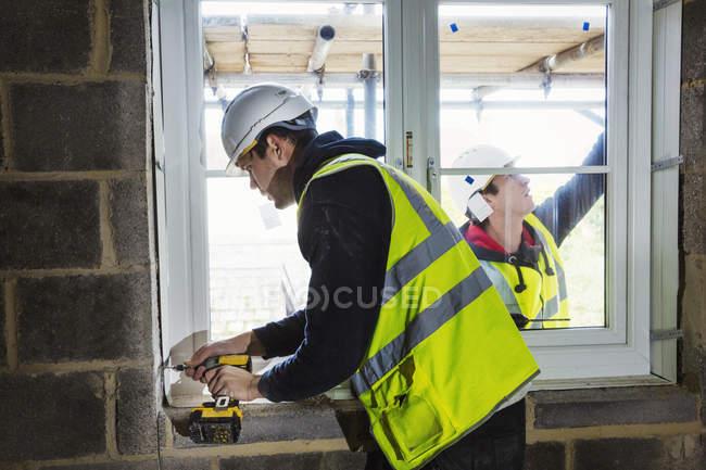 Workmen on construction site — Stock Photo