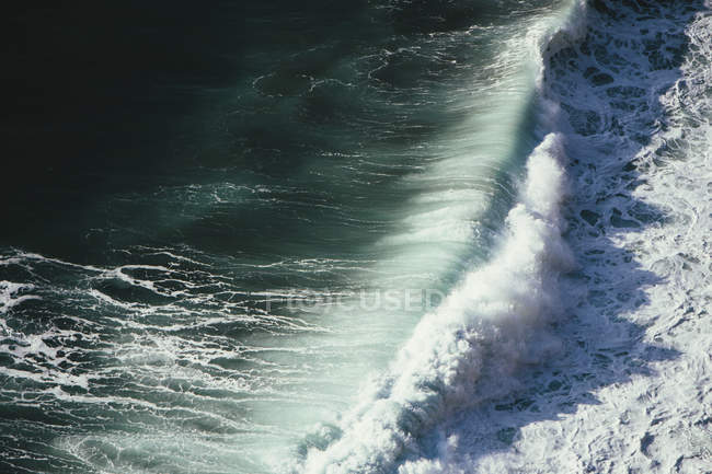 Overhead view of crashing wave — Stock Photo