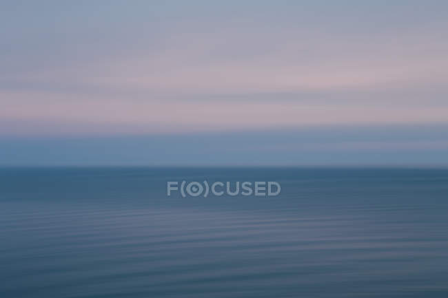 View out over the ocean at dusk — Stock Photo