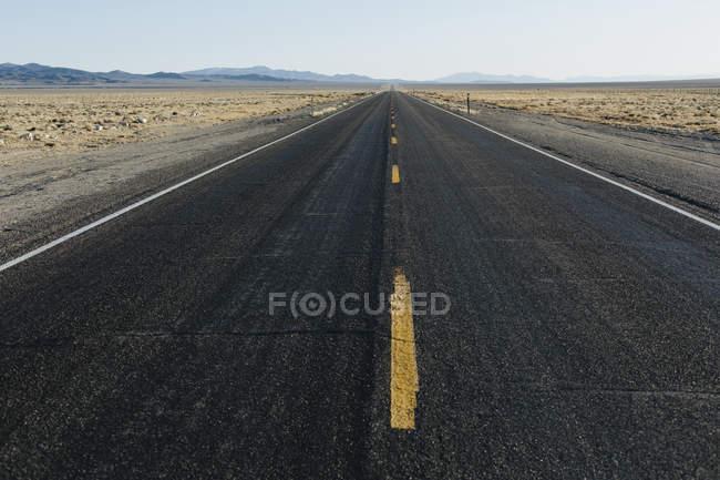 Distance routes rurales de deux fois deux voies — Photo de stock
