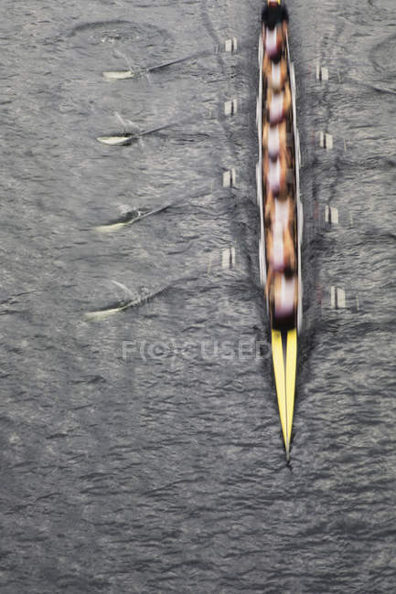 Overhead view of men rowing scull boat — Stock Photo