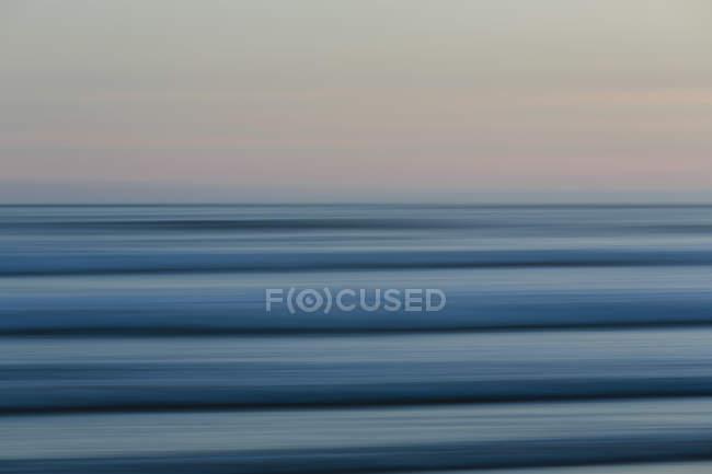 Ondas do mar e vista para o horizonte — Fotografia de Stock