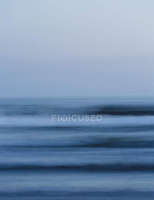 Океанських хвиль і видом на горизонт — стокове фото