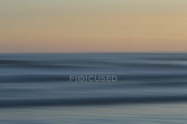 Beach over ocean at sunset — Stock Photo