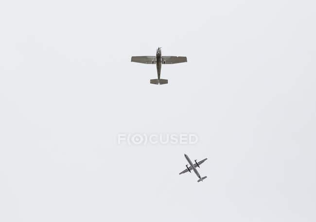 Вигляд знизу літаків — стокове фото