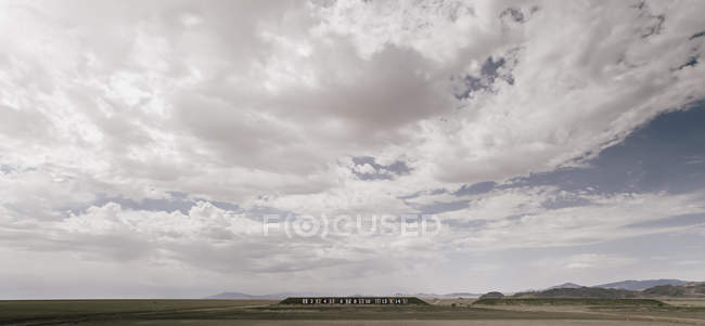 Numbers on wall in desert landscape — Stock Photo