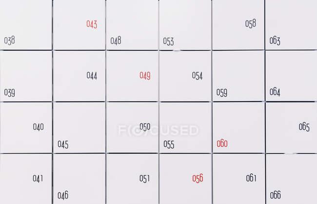 Черный и красный чисел в различных положениях — стоковое фото