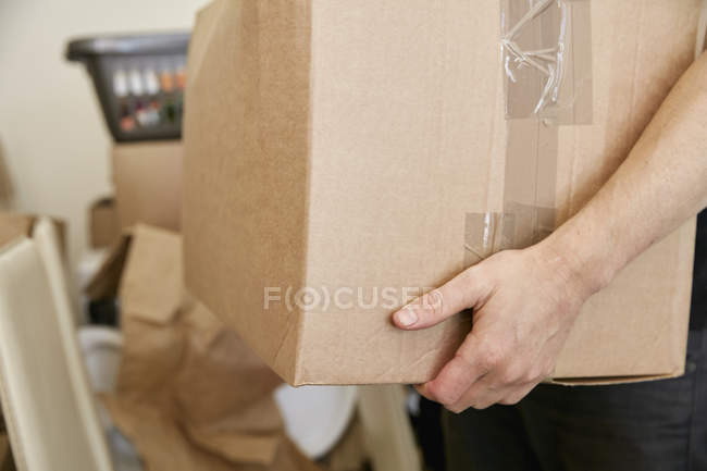 Man carrying cardboard box — Stock Photo