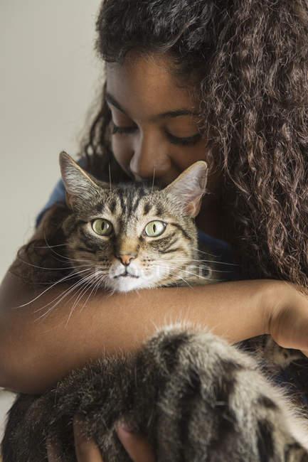 Girl cuddling pet cat — Stock Photo