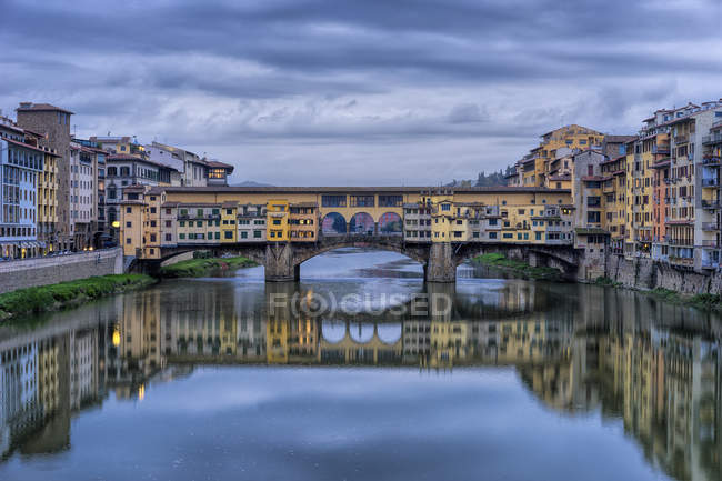 Ponte Vecchio medieval stone arch bridge — Stock Photo
