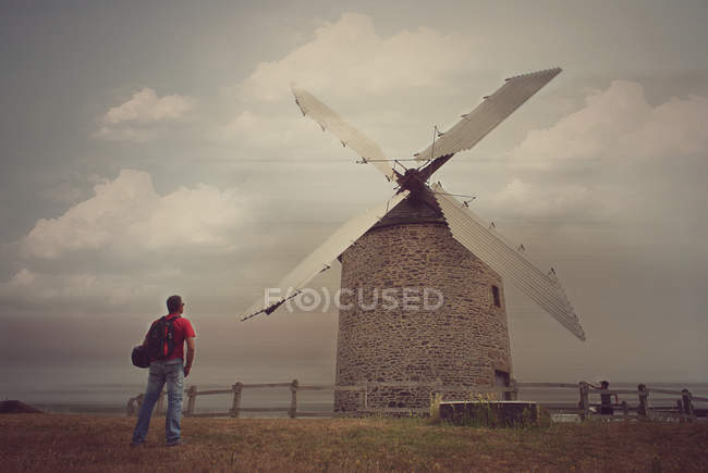 Man looking at windmill building — Stock Photo