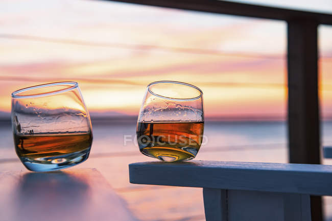 Two glasses of whisky — Stock Photo