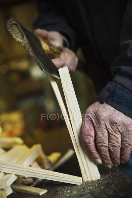 Man splicing wooden pegs — Stock Photo