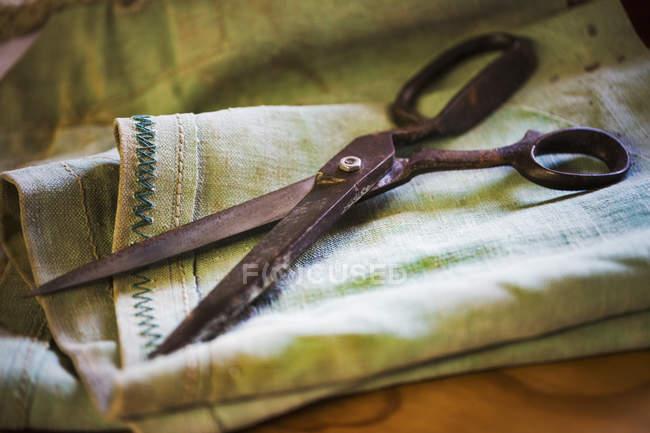 Paio di forbici arrugginite — Foto stock
