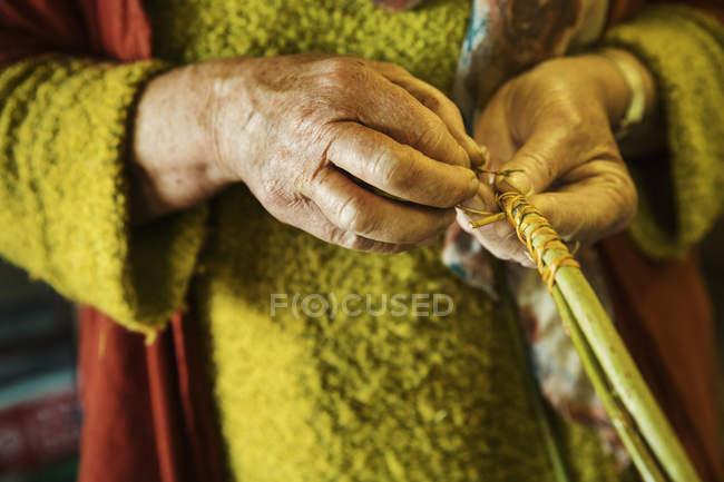 Woman weaving basket — Stock Photo