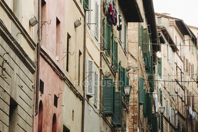 Вулиця в Сієні, історичних будинку — стокове фото