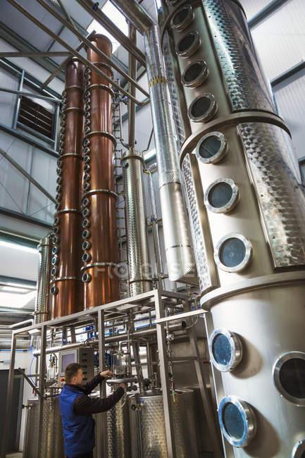Медный завод камер в пивоваренный завод — стоковое фото