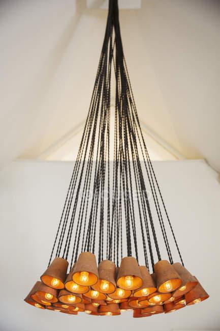 Chiuda in su del lampadario contemporaneo — Foto stock