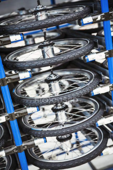 Rodas de bicicleta em bicicleta fábrica — Fotografia de Stock