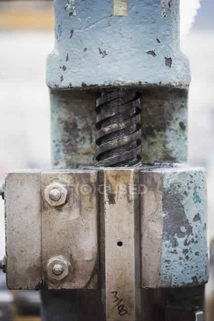 Maschine in einer Fahrradfabrik. — Stockfoto