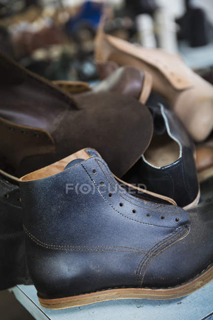 Black and brown leather shoes — Stock Photo