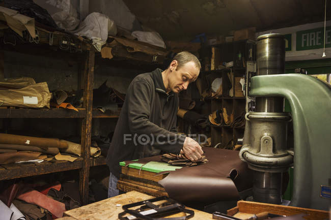 Man standing in a shoemaker's workshop — Stock Photo