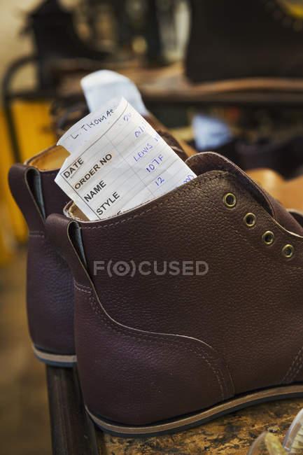 Par de sapatos de couro marrom — Fotografia de Stock