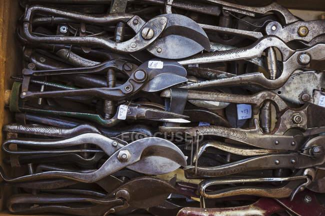 Caixa de tesouras de metal velho enferrujado desgastado — Fotografia de Stock