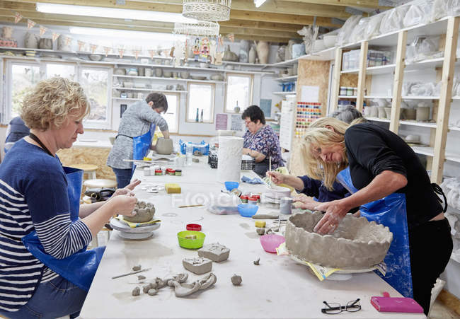Women in a pottery studio — Stock Photo