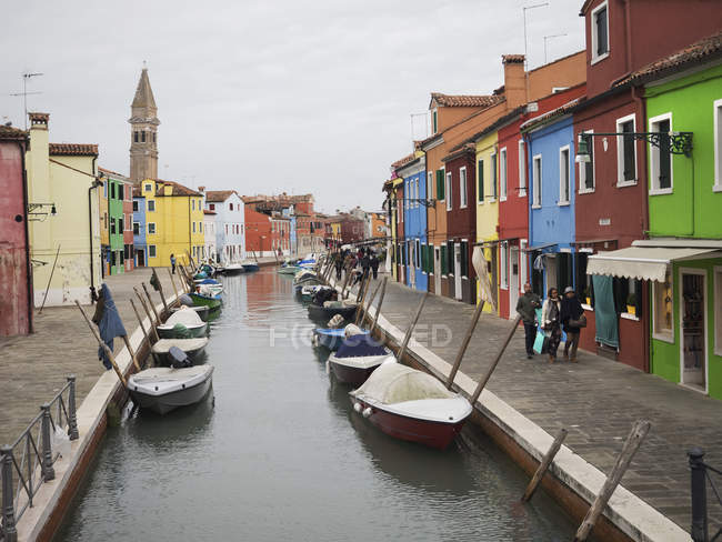 Venice. Narrow canal wth boats — Stock Photo