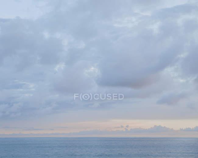 Обрій, хмари в небі — стокове фото