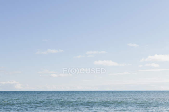 Horizon over wate, light clouds — Stock Photo